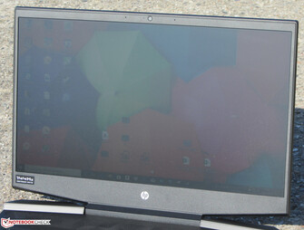 Using the HP Gaming Pavilion 15 outdoors under direct sunlight