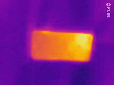 Thermal imaging of the back of the Huawei Y6 2018 under load