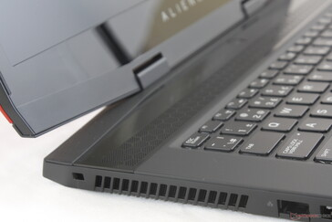 While not a uni-body solution, rigidity is still better than most other Ultrathin gaming laptops