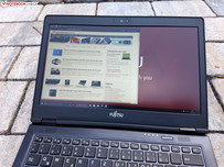 Using the Fujitsu LifeBook U728 outside in the shade