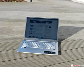 Acer Swift 3 SF313-52-71Y7 in bright sunlight