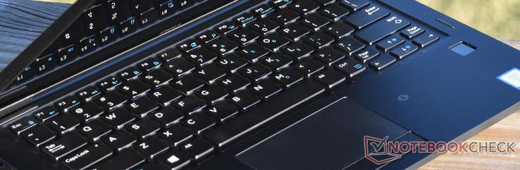 Dell Latitude 7390 2-in-1 (i7-8650U, FHD) Convertible Review