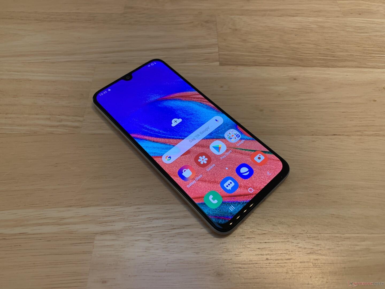 Samsung Galaxy A40 Smartphone Review - NotebookCheck net Reviews