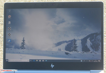 The EliteBook in outdoor use (photographed on a bright day; sun behind the device)