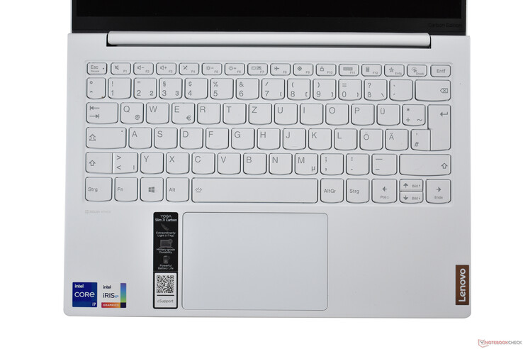 Lenovo Yoga Slim 7i Carbon: Keyboard area