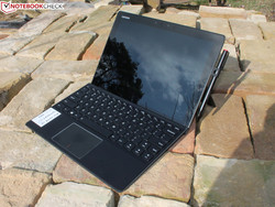 In review: Lenovo IdeaPad Miix 720-12IKB. Test model provided by Notebooksbilliger