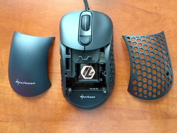 Sharkoon Light² 200 ultra light gaming mouse - Open top and the two lids