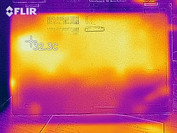 Thermal imaging of the bottom case at idle