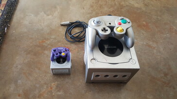 Silver version with mini controller. (Image source: BitBuilt/Madmorda)