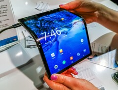 Outward-folding concept that could resemble Samsung's new foldable launching this fall. (Source: Gizmodo)