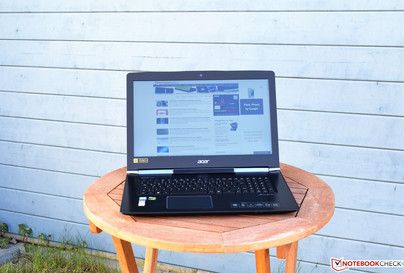 Acer Aspire V17 in the shade