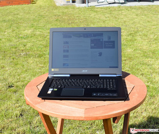 Acer Aspire V17 in direct sunlight