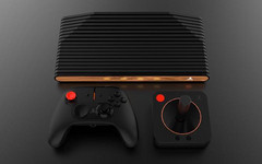 It will be possible to order an Atari VCS package with a modern controller and a classic joystick. (Source: Atari)