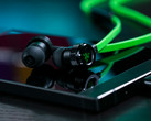 Razer Hammerhead paired with the Razer Phone. (Source: Razer)