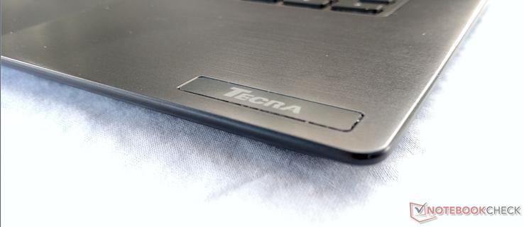 Toshiba Tecra X40-D (i7-7600U, FHD) Laptop Review