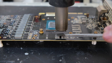Removing the default Micron modules from the RTX 2070. (Image via VIK-on on YouTube)