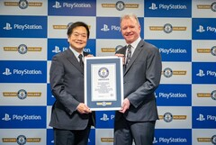Former SIE CEO Ken Kutaragi and current SIE CEO Jim Ryan. (Image source: @PlayStation)