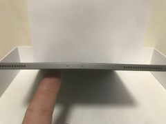 An iPad Pro 2018 user showing the device bent out of shape. (Source: MacRumors)