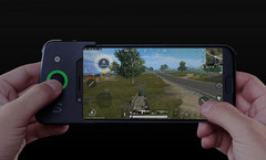 Xiaomi Black Shark and game controller