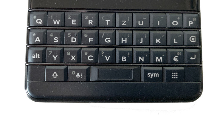 A look at the KEY2 LE's physical keyboard
