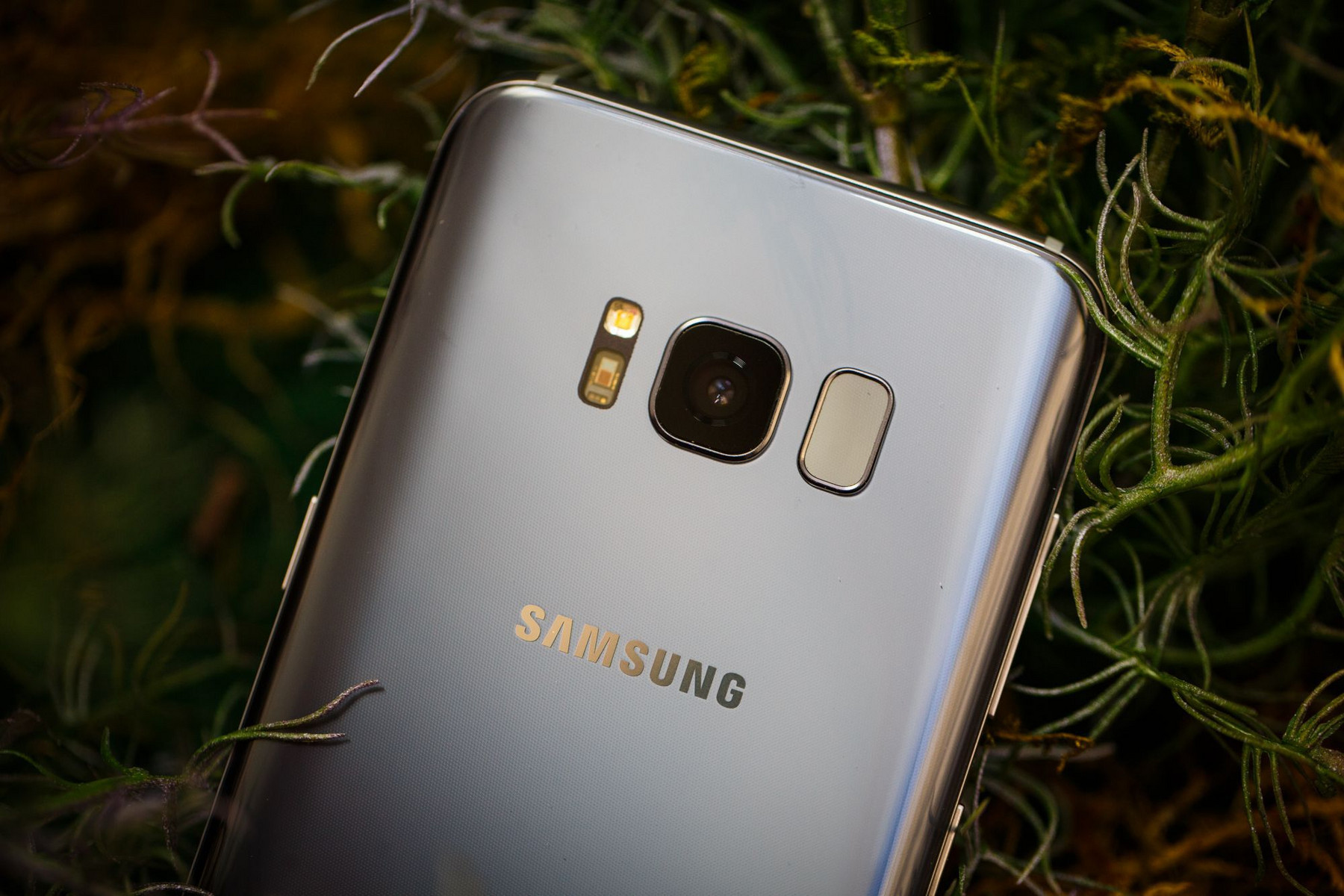 Whats wrong with the samsung galaxy s8s fingerprint scanner the galaxy s8s infinity display is a sight to behold with its 1859 aspect reheart Image collections
