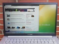 Asus VivoBook S14 S433FL - Outdoor use