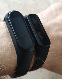 Xiaomi Mi Band 4 (left) and Samsung Galaxy Fit e (right) on a wrist