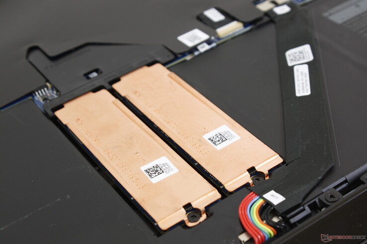 We can appreciate the copper M.2 plates as NVMe SSDs are known to run very warm