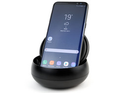 In review: Samsung DeX EE-MG950  docking station. Review sample courtesy of Samsung Germany.