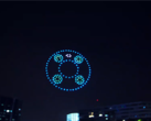 Drones take on a Mate 40-inspired shape over Beijing. (Source: MyDrivers)