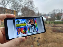 Using the LG G7 Fit outdoors