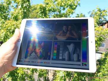 Apple iPad Pro 10.5 in the full sun