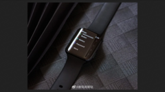 The black OPPO Watch also has a new band in this leak. (Source: Weibo via IndiaShopps)
