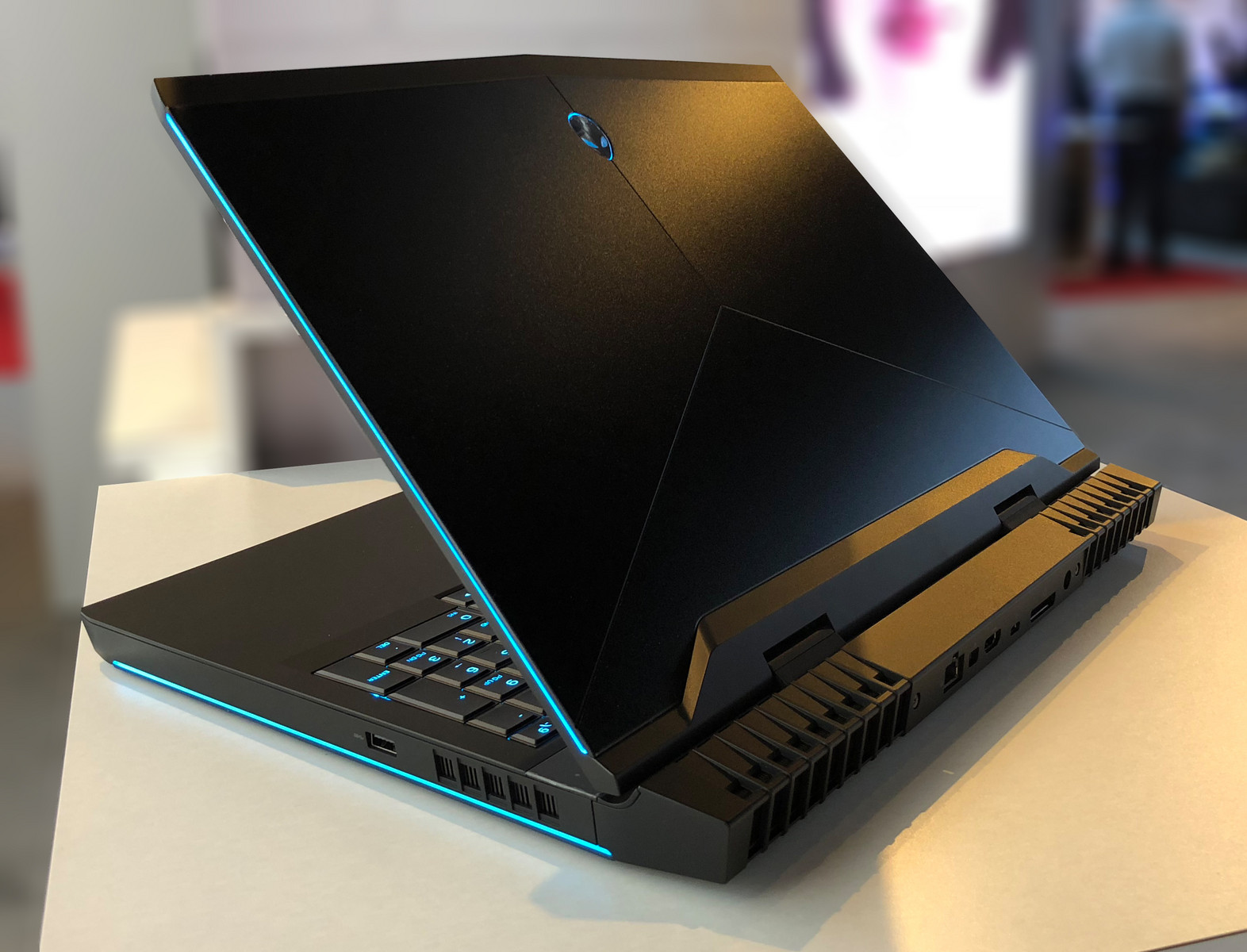 Alienware 15R4 And 17R5 With Coffee Lake H Options Vie