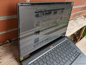 Using the Acer Swift 5 SF514 outdoors