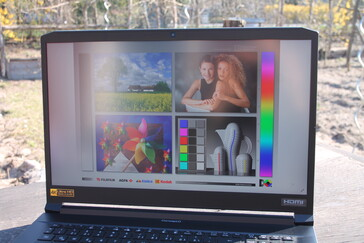 Outdoors: easily usable thanks to the matte surface and good brightness