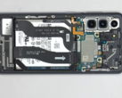The Galaxy S21 without its rear panel. (Source: YouTube)