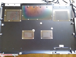 Inside cover of bottom panel. The discoloration on the rear plate is from its permanent contact against the heat pipes