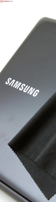 Samsung ATIV Book 9 Lite - 905S3G: the lid collects finger prints.