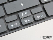 The keys have a generous layout, the arrow keys are detached.