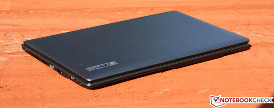 Acer Aspire 5250-E304G32Mikk: Less performance, shorter battery life and fewer ports.