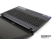 Together with a Core i5-520M, the notebook mutates into a 15.6 inch heavy-weight champion of the TravelMate series.