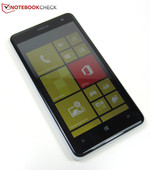 The handy Lumia 625 is of high-quality workmanship and weighs about 160 grams.