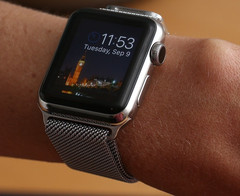 Apple Watch smartwatch US sales dropped 90 percent