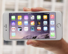 Apple iPhone 6 Plus phablet dominated the US market in October