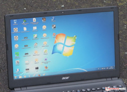 The Acer Aspire E1-532 outdoors (photo taken under complete cloud coverage)