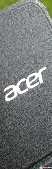 Acer Aspire P3-171: The case makes a solid, long-lasting impression.