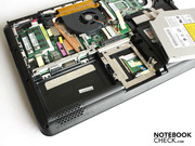 The palm rests stay cool, since under here are the battery, lubricated hard drive and the DVD drive.