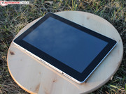 The tablet can be used without the base via Android 4.2 on a 16 GB eMMC.