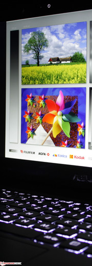 Asus Taichi 21: Two very good IPS Full HD screens.